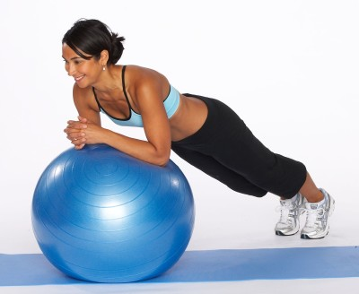 swiss-ball-Plank